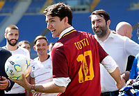 Justin Trudeau indossa una maglia numero 10 firmata da Francesco Totti<br /> Justin Trudeau wears a yellow-red t-shirt with the number 10 signed by FrancescoTotti<br /> Roma 29/05/2017. Il primo Ministro Canadese partecipa alla manifestazione 'Open Goal', una partita amichevole tra la Fiorentina Women's Football Club e Liberi Nantes, una squadra composta da migranti e rifugiati .<br /> Rome May 29th 2017. Prime Minister of Canada participates to an event against racism at Olympic Stadium in Rome. The premier attended a friendly match between Fiorentina Women's Football Club and Liberi Nantes, composed by migrants and refugees.<br /> Foto Samantha Zucchi Insidefoto