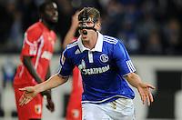 FUSSBALL   1. BUNDESLIGA   SAISON 2011/2012    15. SPIELTAG FC Schalke 04 - FC Augsburg            04.12.2011 Klas-Jan HUNBTELAAR (Schalke) jubelt nach seinem Tor zum 1:0
