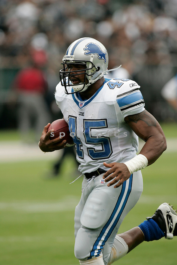 TJ DUCKETT, of the  Detroit Lions , during the Lions game against the Oakland Raiders on September 9, 2007.  The Oakland Raiders beat the Detroit Lions 37-10....