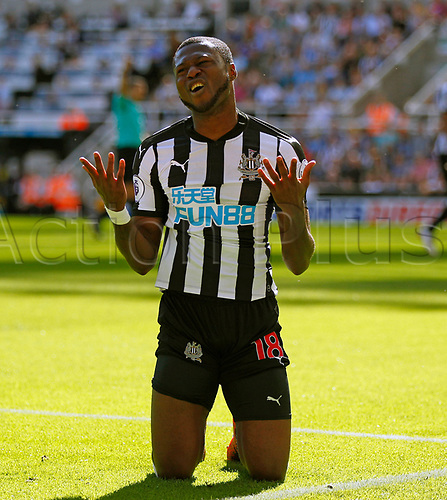 26th August 2017, St James Park, Newcastle, England; EPL Premier League football, Newcastle United versus West Ham United; Chancel Mbemba of Newcastle United pleads to the Asst Ref after conceding a corner