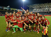 20160920 - LEUVEN ,  BELGIUM : Belgian players pictured celebrating their qualification despite their 0-2 loss during the female soccer game between the Belgian Red Flames and England , the last game in the qualification for the European Championship in The Netherlands 2017  , Tuesday 20 th September 2016 at Stadion Den Dreef  in Leuven , Belgium. PHOTO SPORTPIX.BE | DAVID CATRY