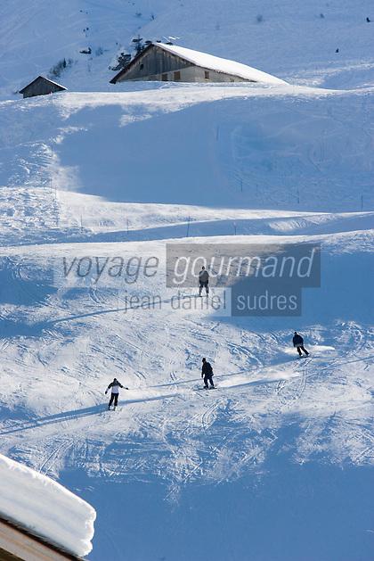 Europe/France/Rhone-Alpes/74/Haute-Savoie/Megève: chalets et skieurs à la Cote 2000