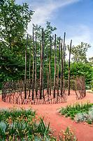 """Festival International des Jardins de Chaumont-sur-Loire (13ème) 2004 .<br /> Thème de l'année,""""Vive le chaos"""",ordre & désordre au jardin.<br /> Jardin, """"Fires Stories"""""""", par Cullity, Taylor, Lethlean, Sims, Myer, Thompson (Australie)."""