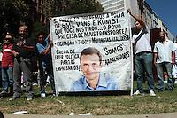 RIO DE JANEIRO, RJ, 13 SETEMBRO 2013 - PROTESTO CONTRA PROIBIÇÃO DA  CIRCULAÇÃO DAS VANS - Motoristas de vans e topiqueiros fazem um protesto no centro da cidade do Rio de Janeiro contra a proibição da circulação das vans na cidade na Candelária nessa sexta 13. (FOTO: LEVY RIBEIRO / BRAZIL PHOTO PRESS)