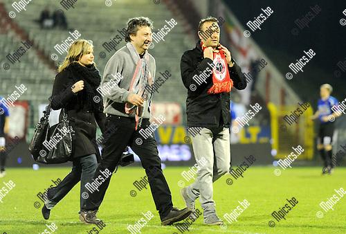 2011-03-03 / Seizoen 2010-2011 / Voetbal / R Antwerp FC - FC Verbroedering Dender EH / Tom Waes en Ludo Van Campenhout gingen de supporters groeten...Foto: mpics