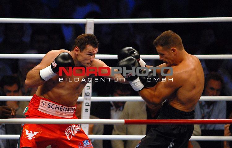 WBC Light Heavyweight Championship<br /> Koenig - Pilsener Arena Oberhausen<br /> <br /> Zsolt Erdei ( Hungary) vs . Thomas Ulrich ( Germany )  <br /> <br /> Foto :&copy; nordphoto <br /> <br /> <br /> <br /> <br /> <br /> <br /> <br />  <br /> <br /> <br /> <br /> <br /> Foto :&copy; nordphoto <br /> <br /> <br /> <br />  *** Local Caption *** Foto ist honorarpflichtig! zzgl. gesetzl. MwSt.<br /> <br /> <br /> <br /> Belegexemplar erforderlich