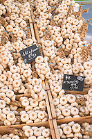 On a street market. Garlic. Bordeaux city, Aquitaine, Gironde, France