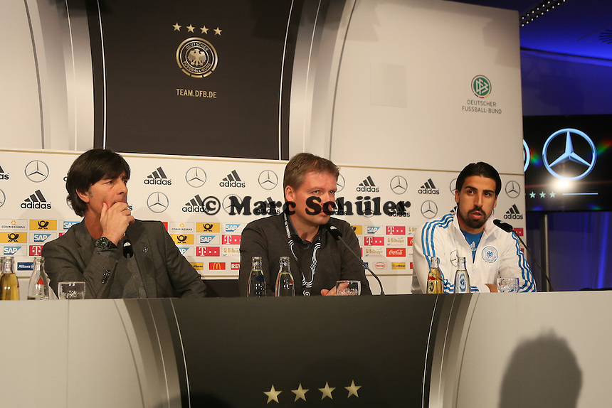 Bundestrainer Joachim Loew, Pressesprecher Jens Grittner, Sami Khedira (D) - Deutschland vs. Australien, Fritz-Walter-Stadion Kaiserslautern