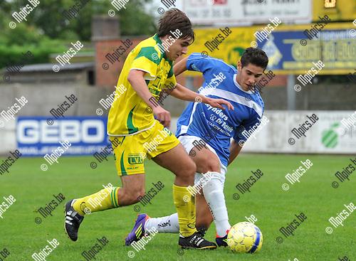2011-09-11 / voetbal / seizoen 2011-2012 / Witgoor Dessel - Tongeren / Jonas Janssen (l) (Witgoor Dessel) in duel met Manuele Foireuante (l) (Tongeren)