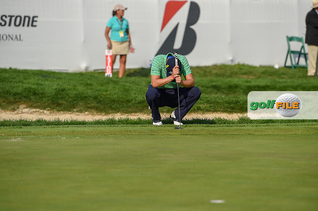 Justin Thomas (USA) meditates before his final putt on 18 during 4th round of the World Golf Championships - Bridgestone Invitational, at the Firestone Country Club, Akron, Ohio. 8/5/2018.<br /> Picture: Golffile | Ken Murray<br /> <br /> <br /> All photo usage must carry mandatory copyright credit (© Golffile | Ken Murray)