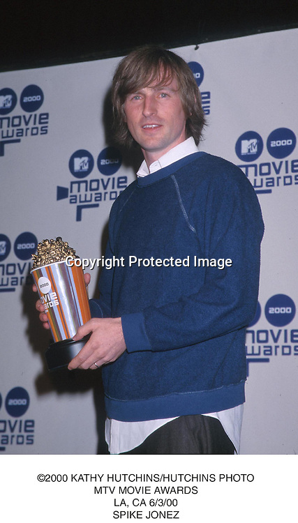 ©2000 KATHY HUTCHINS/HUTCHINS PHOTO.MTV MOVIE AWARDS.LA,CA 6/3/00.SPIKE JONZE