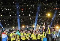 FUSSBALL      DFB POKAL FINALE       SAISON 2011/2012 Borussia Dortmund - FC Bayern Muenchen   12.05.2012 Die Dortmunder Mannschaft jubelt mit dem DFB Pokal