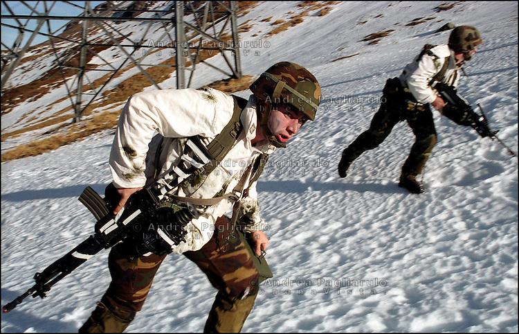 La Thuile (Aosta), esercitazione Alpini.<br /> La Thuile (Aosta), military training.