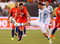 NEW JERSEY - UNITED STATES, 26-06-2016: Lucas Biglia (Der) jugador de Argentina (ARG) disputa el balón con Charles Aranguiz (Izq) jugador de Chile (CHI) durante partido por la final de la Copa América Centenario USA 2016 jugado en el estadio Metlife en New Jersey, NJ, USA. /  Lucas Biglia (R) player of Argentina (ARG) fights the ball with Charles Aranguiz (L) player of Chile (CHI) during match for the final of the Copa América Centenario USA 2016 played at Metlife stadium in New Jersey, NJ, USA. Photo: VizzorImage/ Luis Alvarez /Str