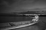 Vazanteiros da Comunidade Arraial do Meio na  Ilha de Pau Preto , município de Matias Cardoso em Minas Gerais Pescando no rio São Francisco.