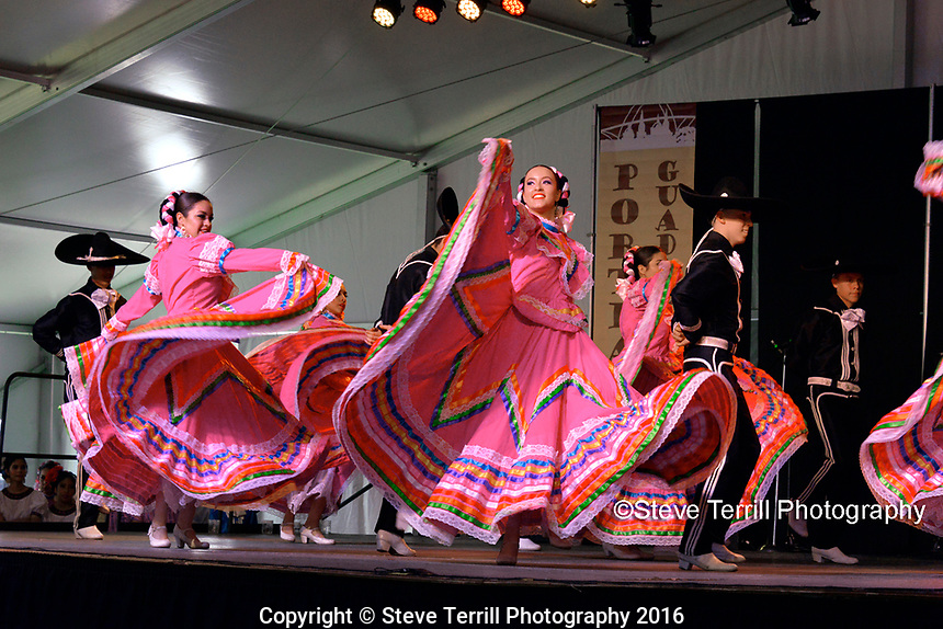 Ballet Folklorico Mexico En La Piel Academia performing at Cinco De Mayo Festival in Portland Oregon