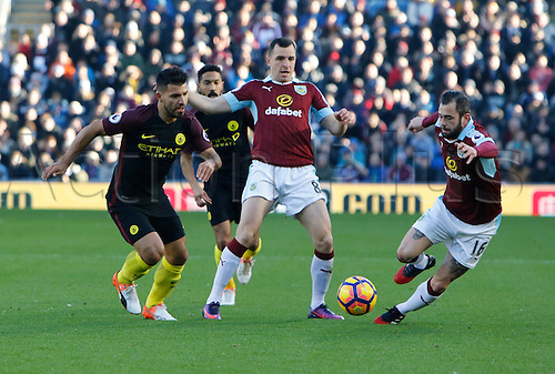 26.11.2016. Turf Moor, Burnley, England. Premier League Football. Burnley versus Manchester City. Burnley midfielders Dean Marney and Steven Defour outnumber Manchester City striker Sergio Agüero.
