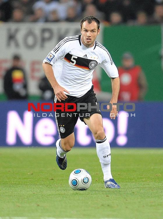 Fussball, L&auml;nderspiel, WM 2010 Qualifikation Gruppe 4  14. Spieltag<br />  Deutschland (GER) vs. Finnland ( FIN ) 1:1 ( 0:1 )<br /> <br /> Heiko Westermann ( Ger / Schalke 04 #5) <br /> <br /> Foto &copy; nph (  nordphoto  )