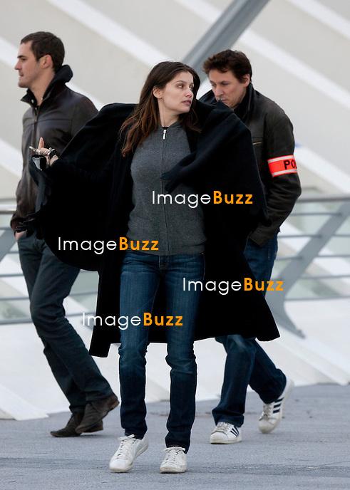 """Laetitia Casta menottée et arrêtée par la police, lors d'une scène de tournage du film français """" Les Adorés """" , en Belgique, à la gare des Guillemins à Liége. Laetitia Casta a comme co -star Benoît Poelvoorde..9 Décembre 2011.PHOTOS EXCLUSIVES! (ok pour worldwide)................"""