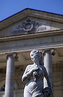 Europe/France/Aquitaine/33/Gironde: Le Château de Plassan (AOC Premières côtes de Bordeaux) - Détail statuette
