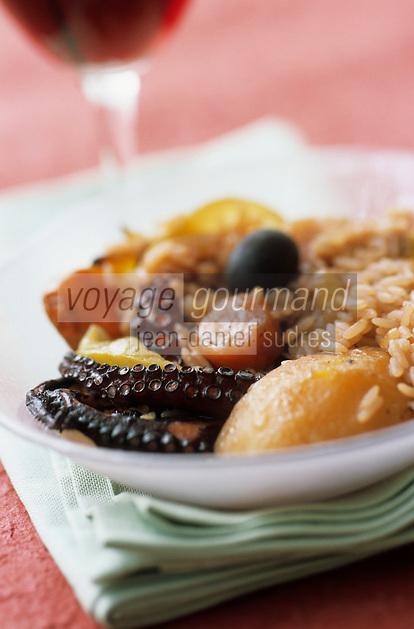 Europe/Croatie/Dalmatie/ Ile de Vis/ Vis: Peka au riz et calamar  recette  de l'auberge rurale d' Oliver Roki  vigneron au Domaine  Roki's