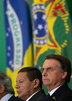 BRASILIA, DF, 07.01.2019 - BOLSONARO-POSSES-    O presidente da República, Jair Bolsonaro, discursa durante a cerimônia de posse dos presidentes do BNDES, Joaquim Levy; do Banco do Brasil, Rubem Novaes e da Caixa Econômica, Pedro Guimarães, no Palácio do Planalto, nesta segunda, 07.(Foto:Ed Ferreira / Brazil Photo Press/Folhapress)