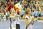 Berlin, Germany, February 10: During the FIH Indoor Hockey World Cup semi-final match between Belarus (dark blue) and Germany (white) on February 10, 2018 at Max-Schmeling-Halle in Berlin, Germany. Final score 2-3. (Photo by Dirk Markgraf / www.265-images.com) *** Local caption *** Viktoria HUSE #5 of Germany