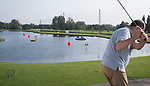 SCHIPLUIDEN - 2017 - floating balls, drijvende ballen in de driving range.  Golfbaan DELFLAND . COPYRIGHT KOEN SUYK