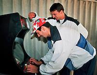 1996, ABNAMROWTT, Ivanisevic speelt een spelletje met zijn vriend in de playerslounge