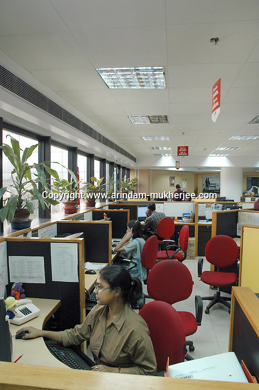 Indian people working in a call centre of Airtel. Airtel is one of the leading mobile connection provider.  Infinity Infotech Park, Saltlake, Kolkata, India. Arindam Mukherjee
