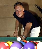 20030604, Paris, Tennis, Roland Garros,  Martin Verkerk speelt een partijtje pool in afwachting van de halve finale tegen Corio