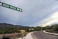 Se&ntilde;alizacion en carretera. Ruta a Agua Prieta. Aspectos del municipio de Nacozari Sonora y sus Alrededores.<br /> ** &copy; Foto:LuisGutierrez/NortePhoto.com