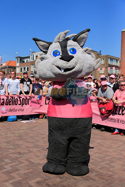 Giro mascot Wolfie at sign on before the start of Stage 2 of the 2016 Giro d'Italia running 190km from Arnhem to Nijmegen, The Nethrerlands. 7th May 2016.<br /> Picture: Eoin Clarke | Newsfile<br /> <br /> <br /> All photos usage must carry mandatory copyright credit (&copy; Newsfile | Eoin Clarke)