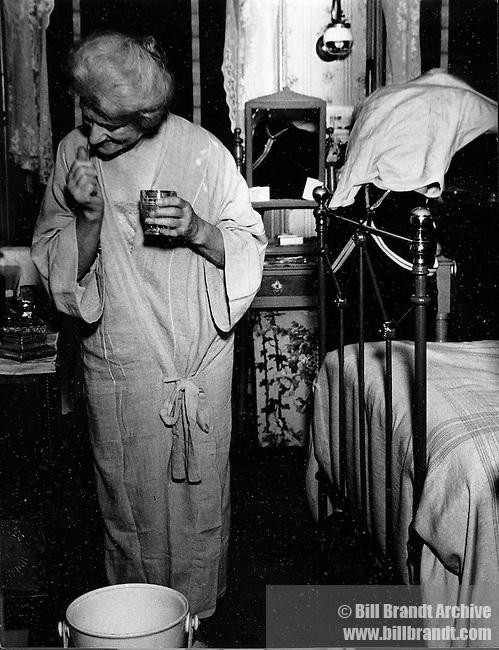 Bedtime In Kilburn, 1936