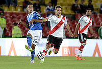 BOGOTÁ -COLOMBIA, 16-07-2014. Sergio Villareal (Izq) jugador de Millonarios (COL) disputa un balón con Leonardo Ponzio  (Der) jugador de River Plate (ARG) durante partido en homenaje al fallecido futbolista argentino Alfredo Di Stéfano jugado en el estadio Nemesio Camacho El Campín de la ciudad de Bogotá./ Sergio Villareal  (L) player of Millonarios (COL) fights for the ball with Leonardo Ponzio (R) player of River Plate (ARG) during match in honor of the deceased argentinean soccer player Alfredo Di Stefano played at Nemesio Camacho El Campin stadium in Bogotá city. Photo: VizzorImage/ Gabriel Aponte / Staff