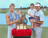 151206 The Watson Family on the18th green at the conclusion of Sunday's Final Round of the Hero World Challenge at The Albany Golf Club, in New Providence, Nassau, Bahamas.(photo credit : kenneth e. dennis/kendennisphoto.com)