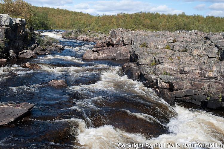 ?uorbmugårzi, foss i Karasjokka. ----- ?uorbmugårzi rapid in Karasjokka.
