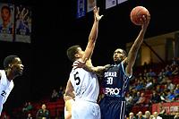 GRONINGEN - Basketbal, Donar - Weert, Dutch Baketball League, seizoen 2018-2019, 07-10-2018, Donar speler Jordan Callahan met Weert speler Ivan Smic