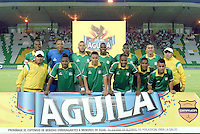 ARMENIA - COLOMBIA -14-10-2015: Jugadores de Deportes Quindio posan para una foto previo al encuentro con América de Cali por la fecha 14 de vuelta del Torneo Aguila 2015 jugado en el estadio Centenario de la ciudad de Armenia./ Players of Deportes Quindio pose topa photo prior the match against America de Cali for the second leg date 14 of Aguila Tournament 2015 played at Centenario stadium in Armenia city. Photo: VizzorImage/ Gabriel Aponte / Staff