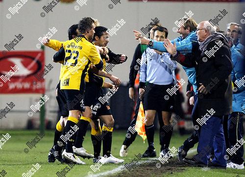 2010-03-17 / Voetbal / seizoen 2009-2010 / R. Antwerp FC - SK Lierse / Mohamed Abdel Wahed scoorde de 0-1 en viert met de bank..Foto: Mpics