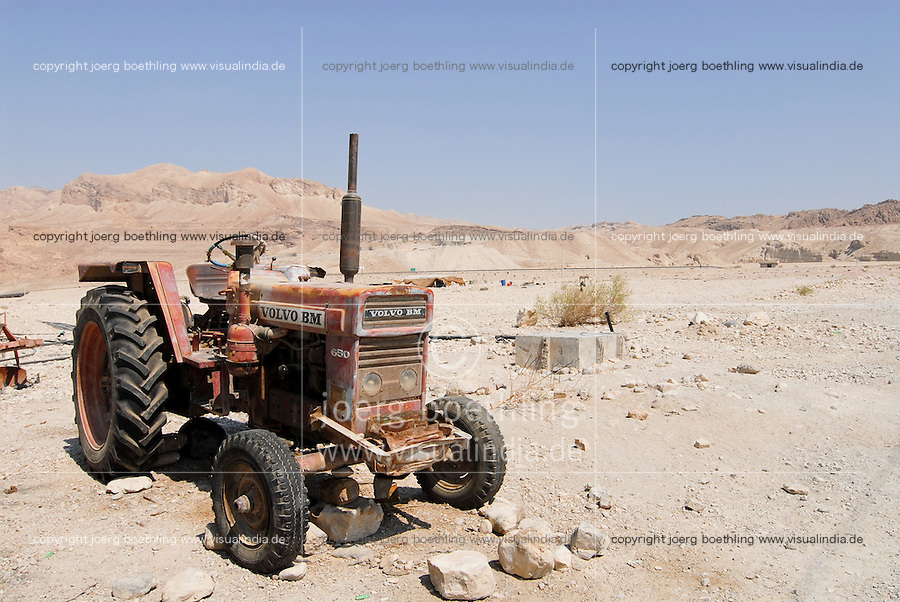 JORDAN , water shortage in Jordan valley and at Dead Sea, abandoned Volvo BM tractor / JORDANIEN , Wassermangel  im Jordan Tal und am Toten Meer, kaputter Volvo Traktor