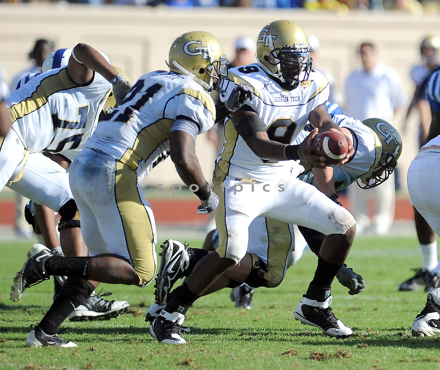 JOSH NESBITT, of the Georgia Tech Yellow Jackets, in action during the Yellow Jackets game against the Duke Blue Devils on November 14, 2009 in Durham, NC. Georgia Tech won 49-10