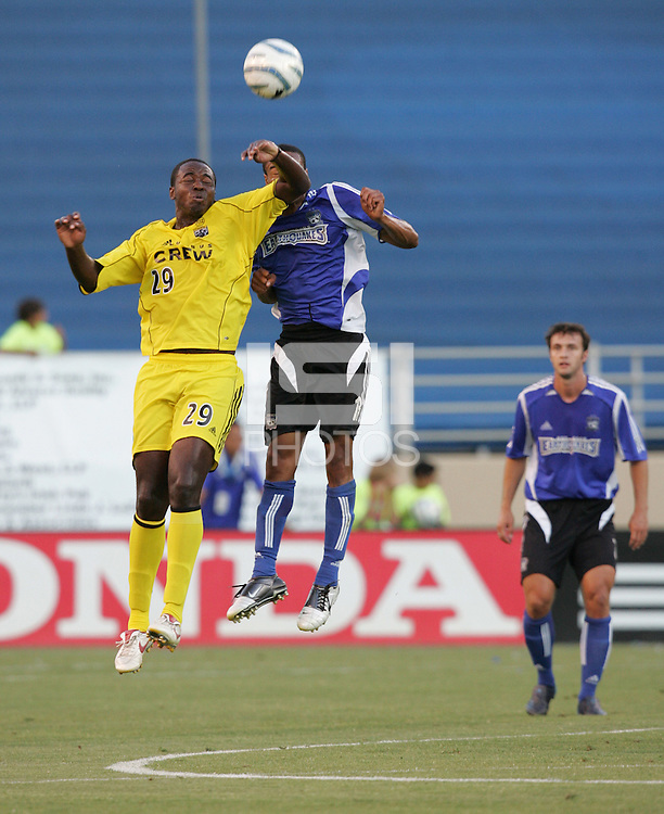 6 August 2005: Knox Cameron of the Crew battles for the ball in the air with Ricardo Clark of the Earthquakes at Spartan Stadium in San Jose, California.   Earthquakes defeated Crew, 2-1.   Credit: Michael Pimentel / ISI
