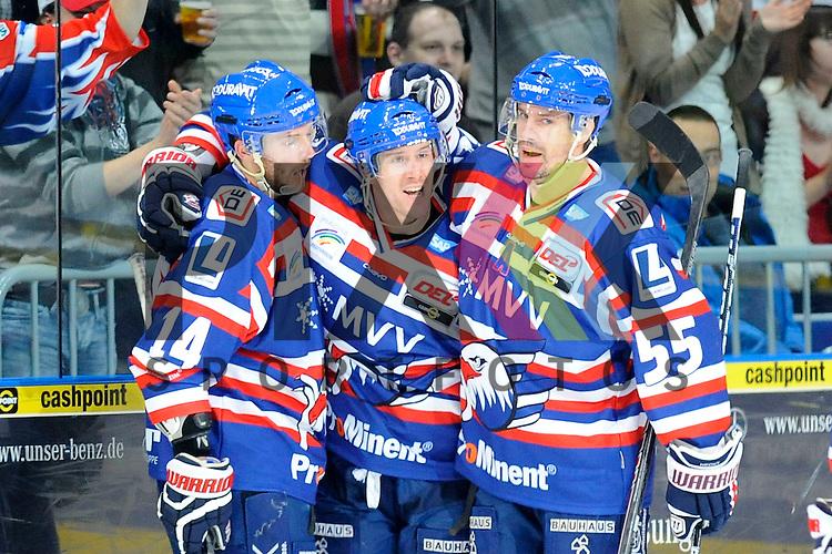 Torjubel von Mannheims Kai Hospelt (Nr.18), Mannheims Steve Wagner (Nr.14) und rechts Mannheims Jochen Hecht (Nr.55)  beim Spiel in der DEL, Adler Mannheim - Krefeld Pinguine.<br /> <br /> Foto &copy; Ice-Hockey-Picture-24 *** Foto ist honorarpflichtig! *** Auf Anfrage in hoeherer Qualitaet/Aufloesung. Belegexemplar erbeten. Veroeffentlichung ausschliesslich fuer journalistisch-publizistische Zwecke. For editorial use only.