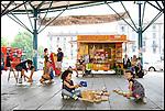 Babyparking durante i corsi gratuiti di lingua italiana per stranieri e corsi di cinese, arabo, spagnolo e romeno per italiani, a Torino in piazza Crispi. Luglio 2012
