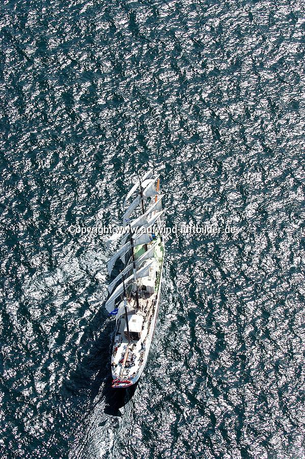 Kieler Woche:EUROPA, DEUTSCHLAND, SCHLESWIG- HOLSTEIN 22.06.2005:Kieler Woche, Artemis<br />Dreimastbark, Windjammer<br /><br />Die Artemis wurde 1926 als Schiff für den Walfang gebaut und befuhr jahrelang die nördlichen und südlichen Polarmeere bis nach Spitzbergen und in die Beringsee. In den fünfziger Jahren wurde die Artemis dann zu einem Frachtschiff umgebaut und fuhr fortan hauptsächlich zwischen Asien und Südamerika. In einer aufwändigen Umbau- und Renovierungsphase steht das Schiff jetzt als komfortabler, wunderschön ausgestatteter Passagiersegler zur Verfügung.<br /><br /><br /><br />Luftaufnahme, Luftbild,  Luftansicht