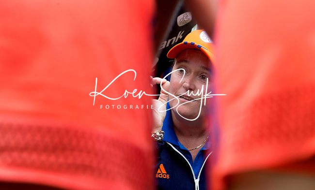 SCHIEDAM -bondscoach Alyson Annan (Ned) tijdens  de oefenwedstrijd tussen  de dames van Nederland en Belgie , in aanloop naar het  EK Hockey, eind augustus in Amstelveen. COPYRIGHT KOEN SUYK