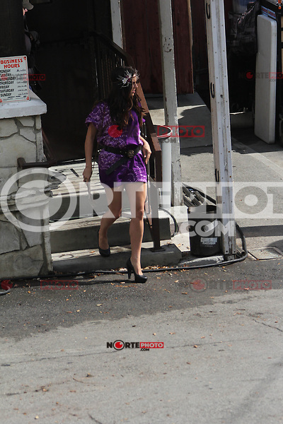 """October 12 2012: .AnnaLynne McCord and Jessica Stroup refresh themselves as they prepare to shoot for """"90210"""" in Los Angeles.Non Exclusive.Mandatory Credit: OHPIX.COM..Ref: OH_dnl"""