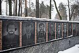 Tafeln am Denkmal für die Tschernobyl-Opfer. In Tschernobyl ereignete sich die größte technologische Katastrophe des 20. Jahrhunderts. Ausgerechnet dort findet man heute noch die größten Anhänger der Atomkraft. / The Chernobyl catastrophe was the biggest technological catastrophe of the 20th century. It seems strange that just there you can find the biggest supporters of nuclear energy.