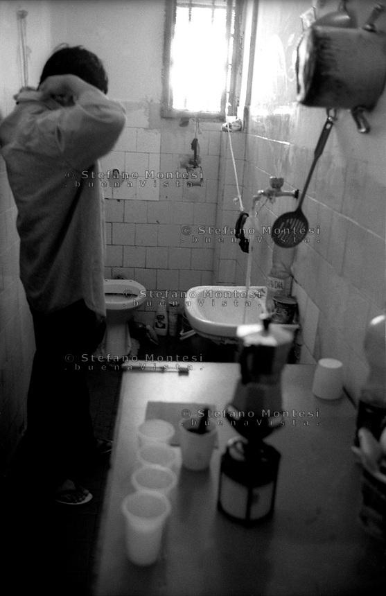 Roma 2000.Carcere di Regina Coeli  .Un detenuto all'interno di una cella.Regina Coeli (Queen of Heaven) Prison,.A prisoner inside a cell